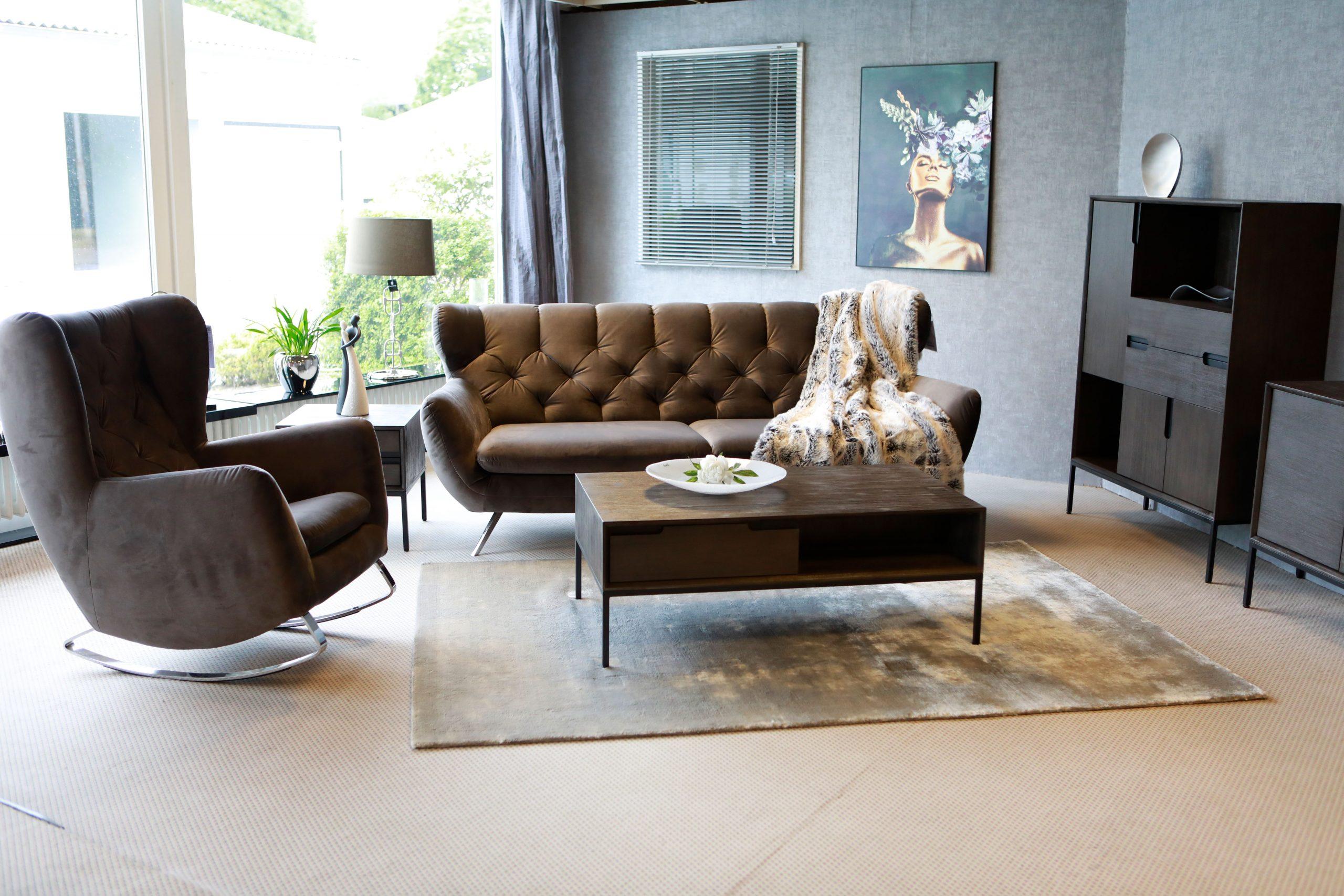 Ein Wohnzimmer können Sie durch kleines Möbelrücken ein ganz neues Raumgefühl geben.
