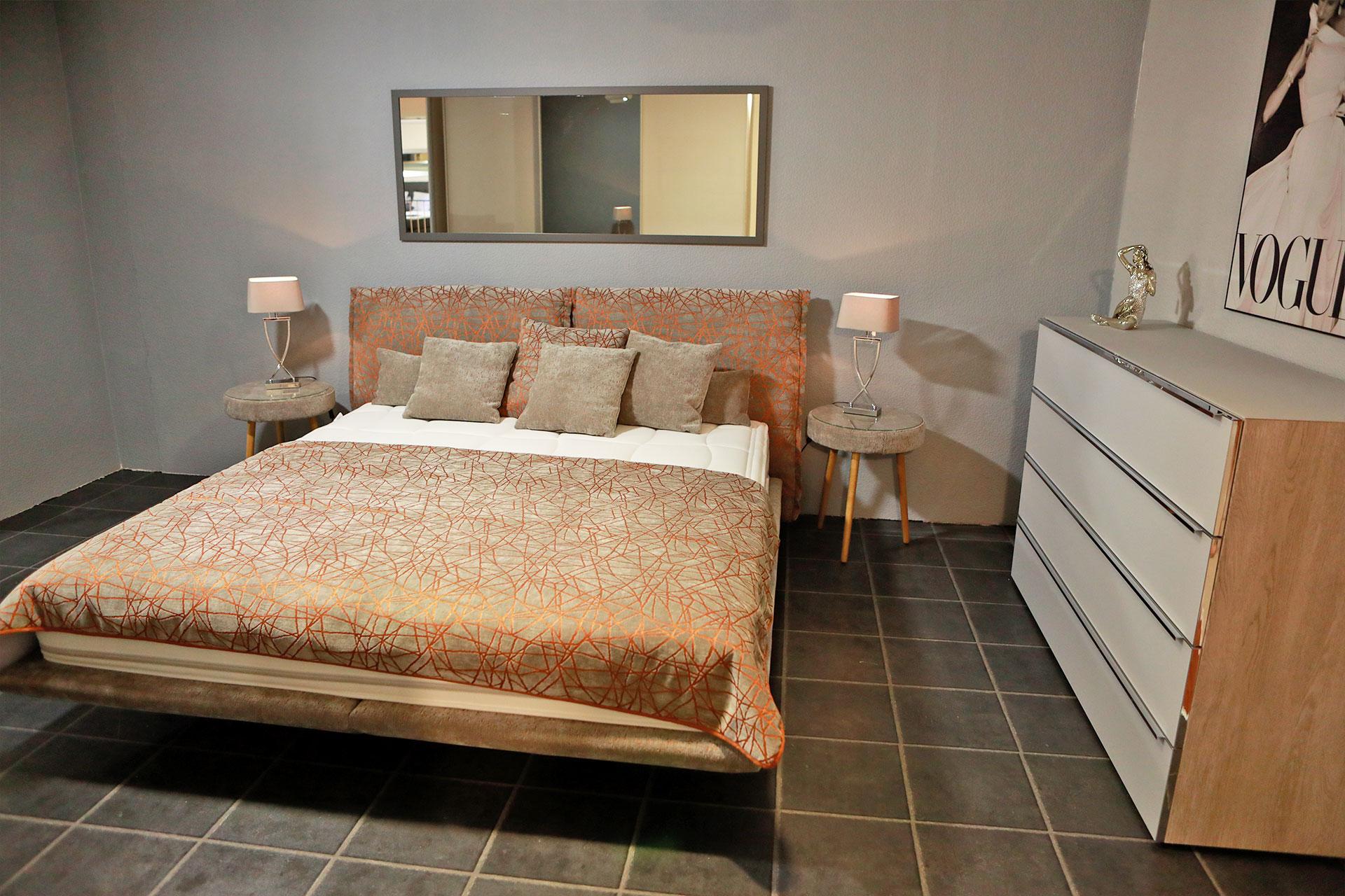 Im m+t Einrichtungshaus in Flensburg finden Sie nicht nur hochwertige Möbelstücke für Schlafzimmer.